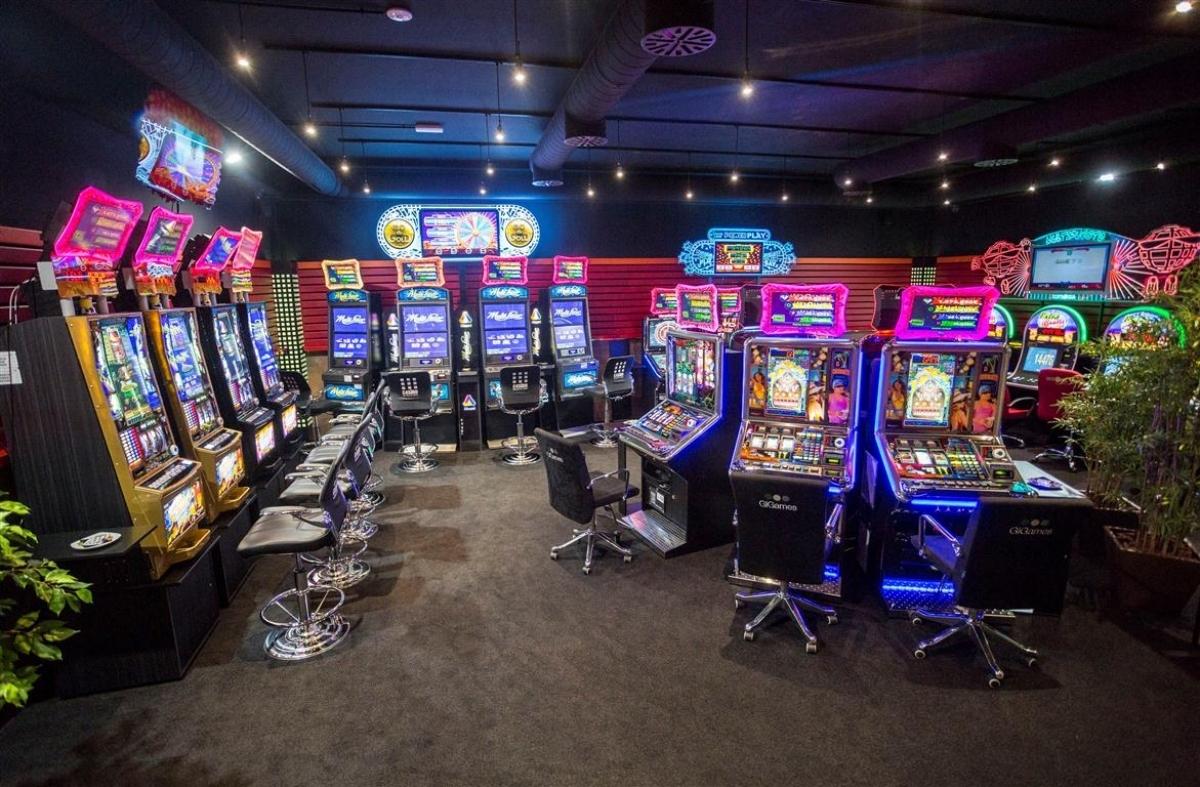 C4sino salones de juego en vila segovia y burgos for Decoracion deportiva